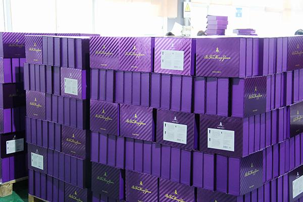 包装盒厂里图片